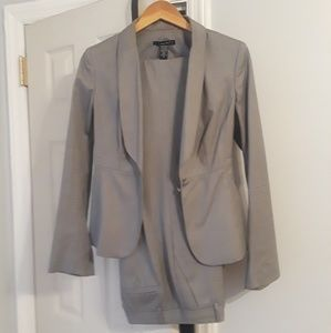 Laundry by Shelli Segal suit